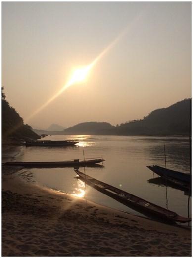 Coucher du soleil sur le Mékong.
