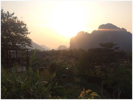 Coucher du soleil à Vang Vieng.