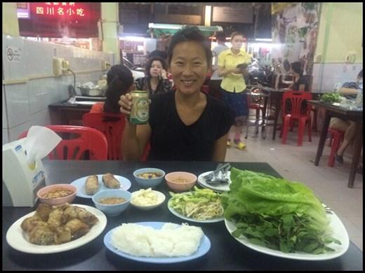Resto vietnamien à Vientiane où ils ne servent que des rouleaux de printemps et Nems, quel festin! ;-)