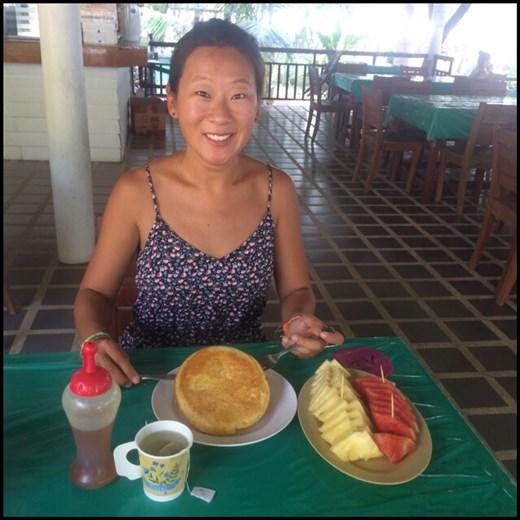 Great breakfast (pineapple honey pancake with fresh fruit)! Yummy! :-)