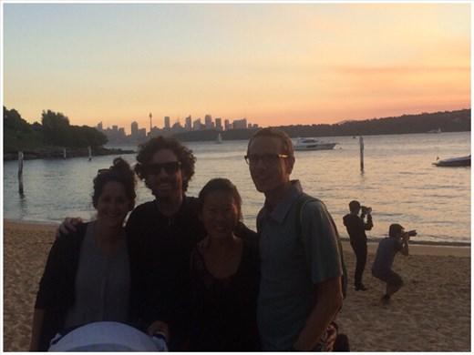 Avec nos amis lors du coucher du soleil sur une des plages de Sydney.