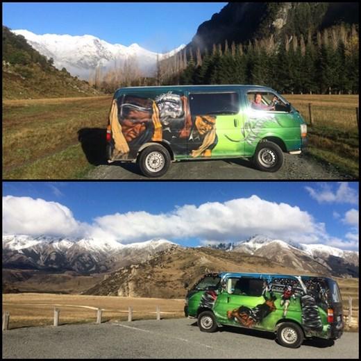 Voilà notre camper van/maison pour une dizaine de jours de road trip sur l'île du sud en Nouvelle-Zélande. Pas mal! ;-) hihi Il est aux couleurs des All Blacks, on ne pouvait faire mieux!