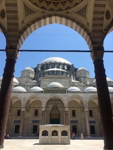 Visite d'une mosquée parmi tant d'autres à Istanbul.