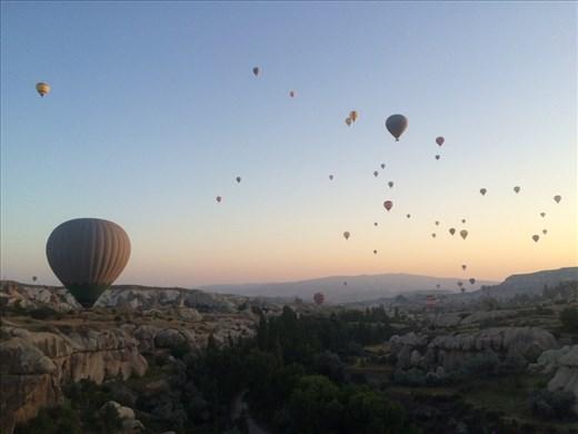 Avant tous les attentats terroristes, il y avait beaucoup plus de montgolfières dans le ciel. Il y en a déjà pas mal pourtant.