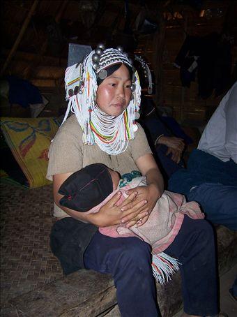 maman akkha et son enfant