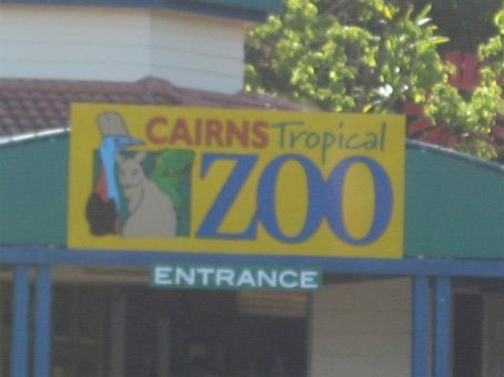 Cairns Zoo, time to check out some kanguroos for the first time