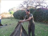 Oblongo armando carpa (y Nganga sacando la foto!!): by flachi-gus, Views[286]