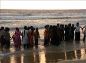 Peregrinas bañándose en Kovallam Beach: by flachi-gus, Views[308]