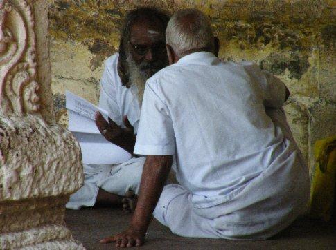 Madurai. Fieles de Shiva hen el templo Meenakshi Sundareshwara