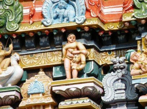 Trichy. Otro detalle erótico en el Templo Sri Ranganathaswamy (Templo a Vishnu)