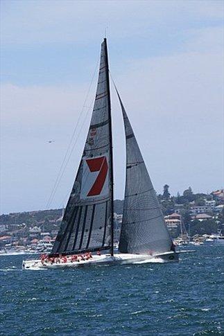 Wild Oats XI (100 pies - 30 metros) en la largada de la regata. Barco ganador de la regata