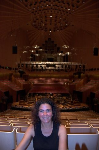 Uluru dentro de la Opera de Sydney