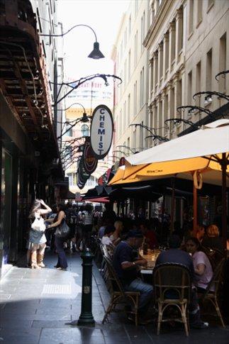 Bares y cafecitos en las calles de Melbourne