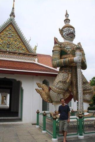 Garuda Es una figura mítica tanto del budismo como del hinduismo. Brindan protección y normalmente están en la puerta de los templos