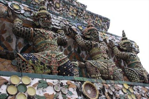 Wat Arun, detalle de garudas