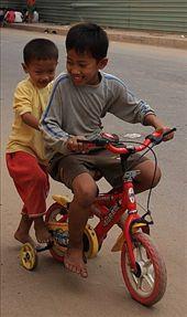 Los chicos practicando a manejar motocicletas...: by flachi-gus, Views[231]