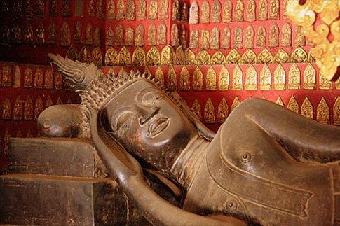 Reclining Buda (Buda recostado) en Wat Xieng Tong
