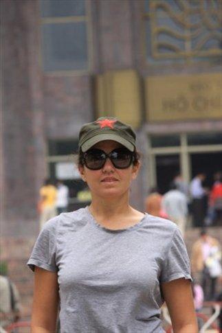 Miss Saigon (de incógnito) en el Mausoleo de Ho Chi Minh