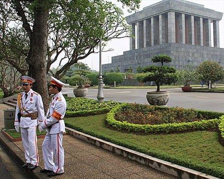 Mausoleo de Ho Chi Minh donde está exhibido su cuerpo embalsamado