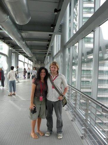 Acá estamos con Antony (nuestro amigo inglés que nunca pudo llegar a ver los oranguntanes) en el Skybridge de las Petronas
