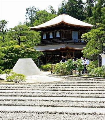 Templo de plata (no es porque sea plateado sino porque originalmente iba a estar bañado en plata) Jardín zen