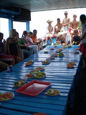 Almuerzo en el bote (Nah Trang)