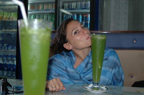 Jugo de lima con menta / Lime juice with mint