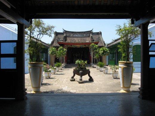 On y retrouve aussi beaucoup de pagodes chinoises.