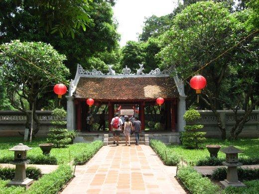 Le temple de la littérature, dédié à Confucius. Il s'agit en fait de la première université de la ville