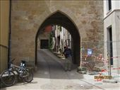 Entering the town of Cirauqui through  romanic arch. Its name means nest of snakes in Euskera.: by giho, Views[734]
