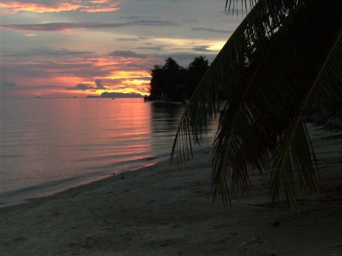 first sunset on holiday. only good thing about phangan