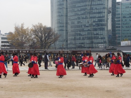 The changing of guards ceremony at Gyeongbokgung Palace (경복궁) is amazing. It takes you back in time for a moment. Felt like I was ready for battle!