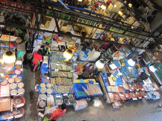Bird's eye view of ...           노량진 수산시장      Noryangjin Fisheries           Wholesale Market