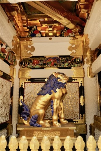 Lion gurarding Yomeimon Gate