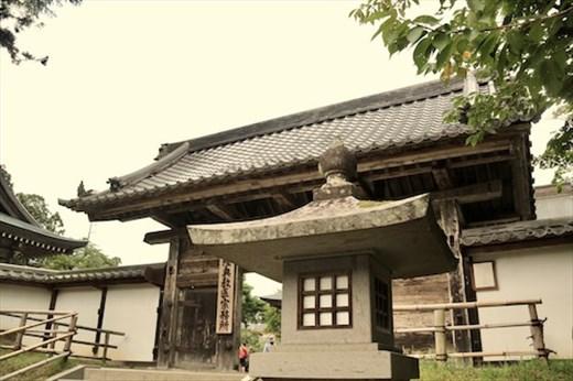 Gate to Main Hall of Chusun-ji Temple