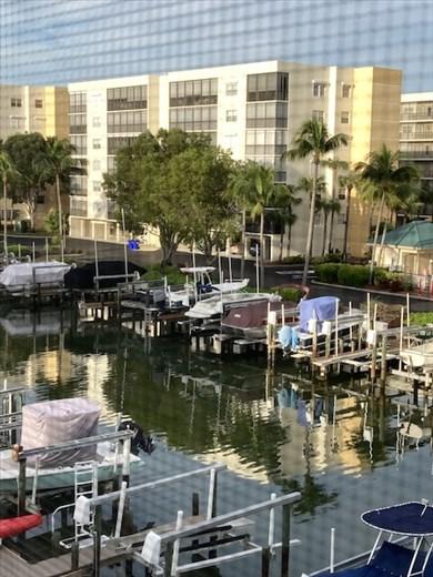 Royal Pelican Marina