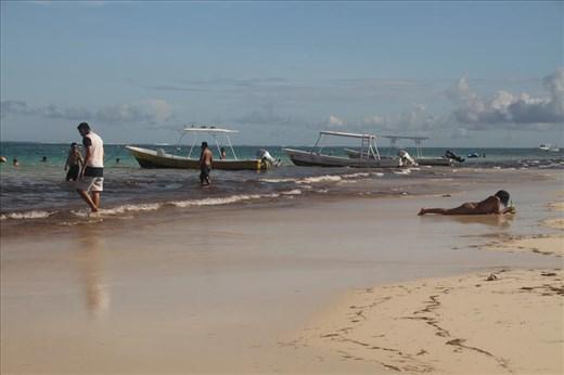 Sun, sand and seaweed, Puerto Morelos