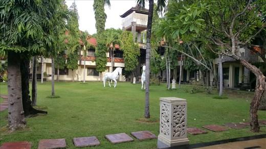Bali Bungalo Kuta Beach 2 minutes walking distance to Beachwalk Mall and Kuta Beach