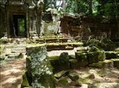 West of Bayon is the former royal enclosure/palace called Phimeanakas. : by gretch_costa, Views[186]