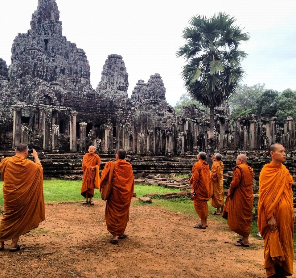As I kept walking exploring Angkor Wat, free myself to capture every single great moments, smile, people, happiness, and hope