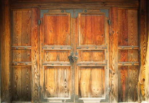 old locked door in Gwanghwamun palace - Seoul