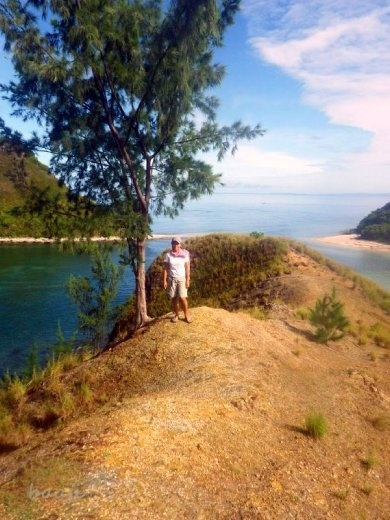 island hoping at Mararisn Island