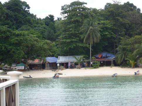 The middle shack here is where i used internet every day, very pricy tho.......