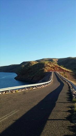 Der Ord Damm - das Wasser im Stausee wir zur Bewaesserung der umliegenden Farmen benutzt