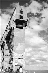 Giants guarding the sea. Port of Bahia Blanca.: by hernan, Views[229]