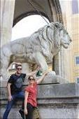 Rubbing the Lions foot for goodluck: by hethoandstokesyseuropeanadventure, Views[56]