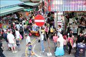 Crowds shopping in downtown Wan Chai: by hilaryosto, Views[106]