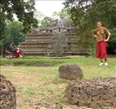 Standing in front of the Phimeanakas just to prove I actually went there.: by homeless_harry, Views[504]