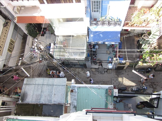 The most interesting aerial photo of an alleyway ever taken.