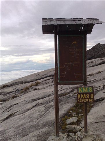 8.0 Kilometers sign post, it was 8.5 to the summit
